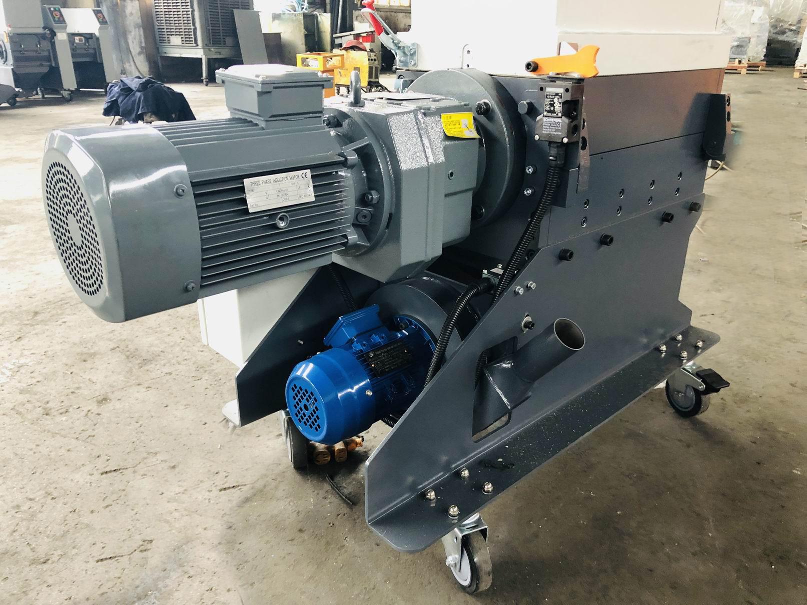 Slow-speed Screenless Granulator