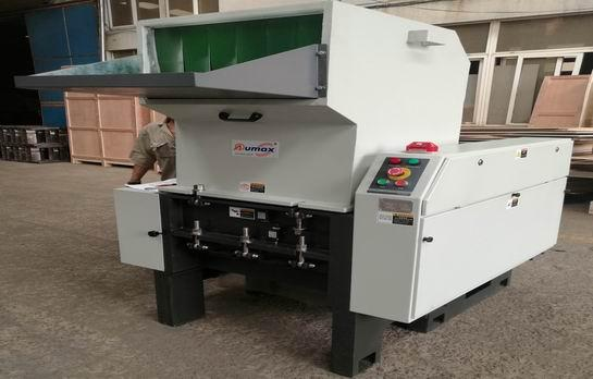 How to use plastic crusher correctly?